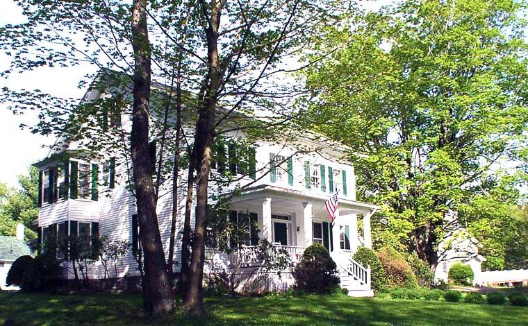 1870-Roebling-Inn-On-The-Delaware-corner-inn exterior