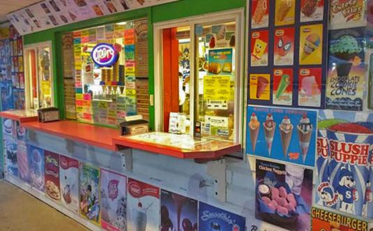 940-golf-n-fun-snack-bar-pickup-counter