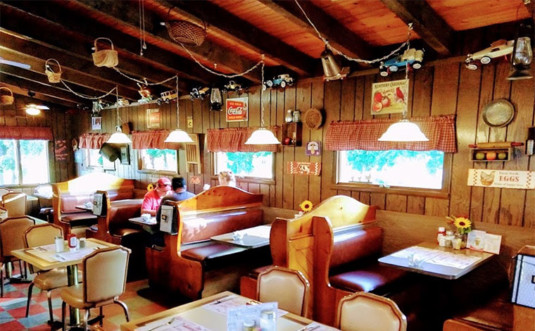 Backroads-Cafe-and-Dairy-Bar-dining-room
