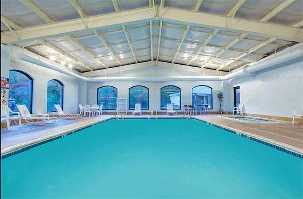 Baymont-Inn-&-Suites-Bartonsville-indoor-pool