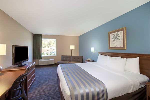 Baymont-Inn-&-Suites-Bartonsville-queen-standard-room