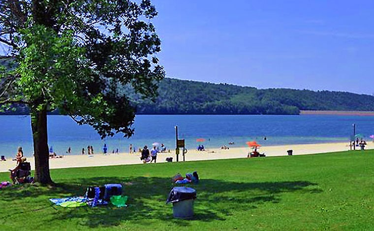 Beach-at-Beltsville-State-Park-with-bathers