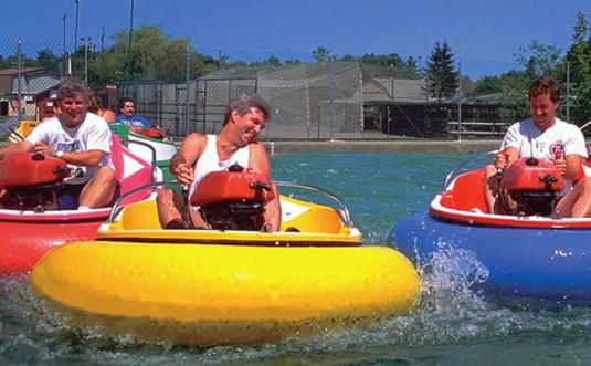Carousel-Water-Fun-Park-fun-on-bumper-boats