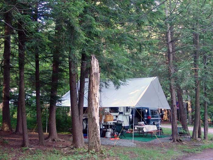 Cherry-Ridge-Campsites-&-Lodging-site-107-tarp-with-cooking-area