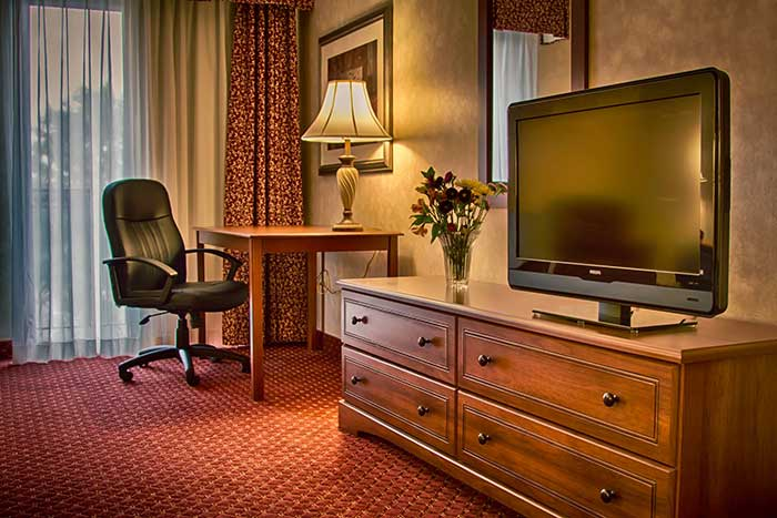 Comfort-Inn-Pocono-Lakes-guest-room-with-tv