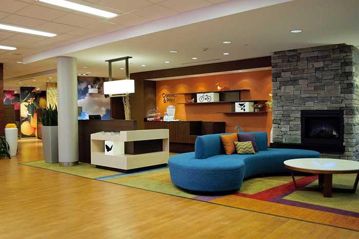 Fairfield-Inn-&-Suites-Stroudsburg-business-center-lounge