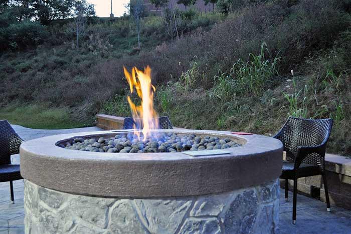 Fairfield-Inn-&-Suites-Stroudsburg-fire-pit