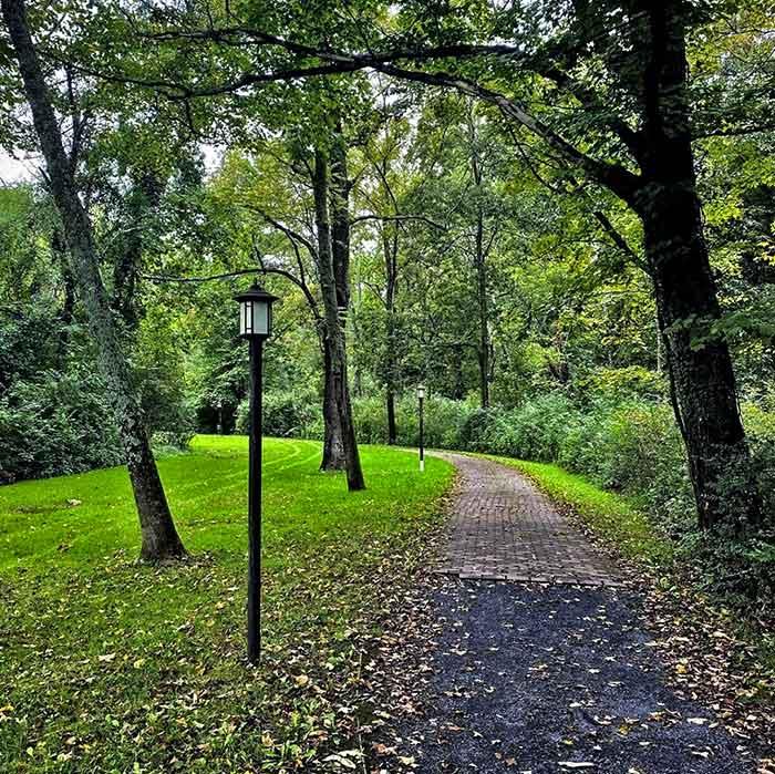 gem & keystone brewpub path from the inn