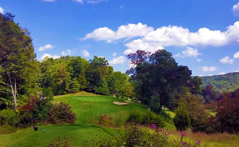 Glen-Brook-Golf-Club-hilly-green-in-the-trees