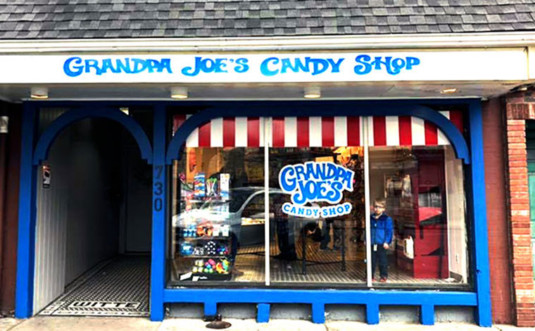 Grandpa-Joes-Candy-Shop-outside