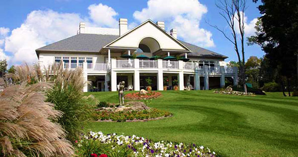 Great-Bear-Golf-and-Country-Club-clubhouse-outside