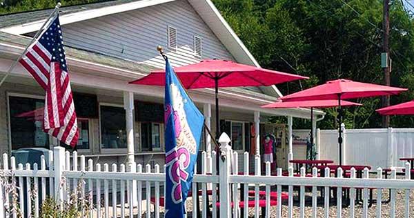 Greshams-Ice-Cream-Shoppe-patio