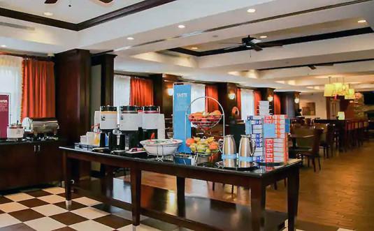 Hampton-Inn-Matamoras-breakfast