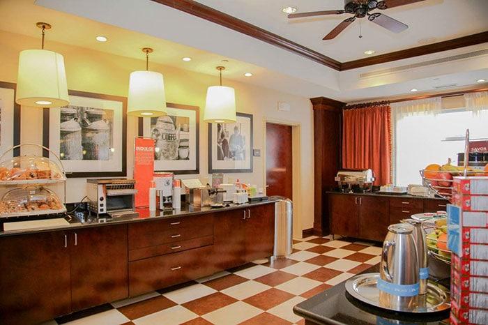 Hampton-Inn-Matamoras-breakfast-bar-2