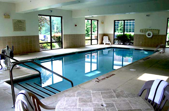 Hampton-Inn-Stroudsburg_Poconos-indoor-pool