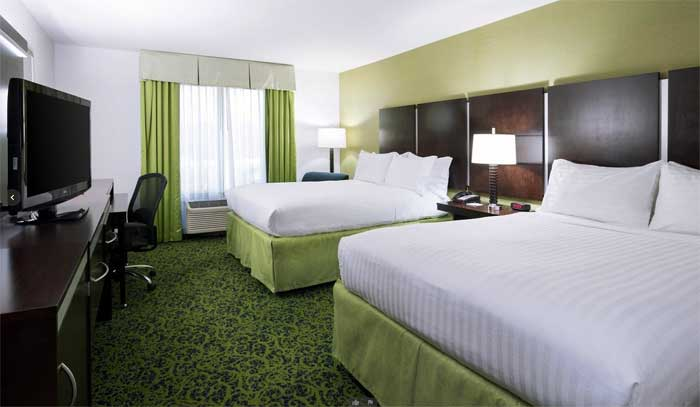 Holiday-Inn-Express-&-Suites-Stroudsburg-double-room