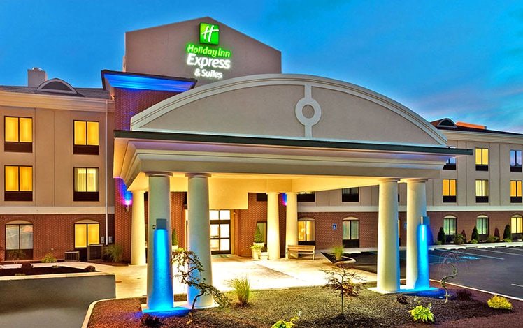 Holiday-Inn-Express-&-Suites-White-Haven-entrance