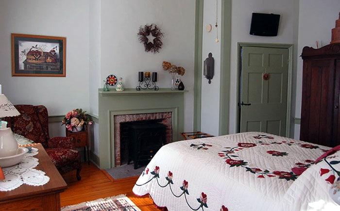 James-Manning-House-berks-guest-room