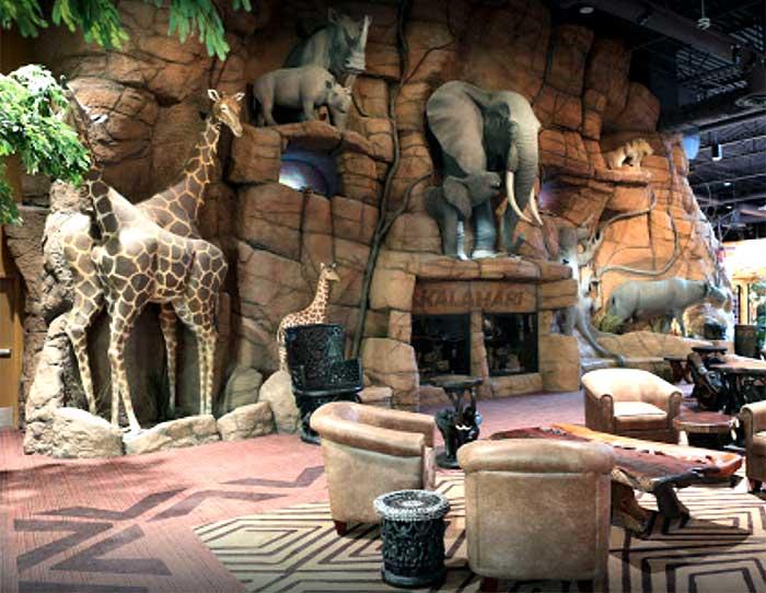Kalahari-Water-Park-Resort-animal-sculptures