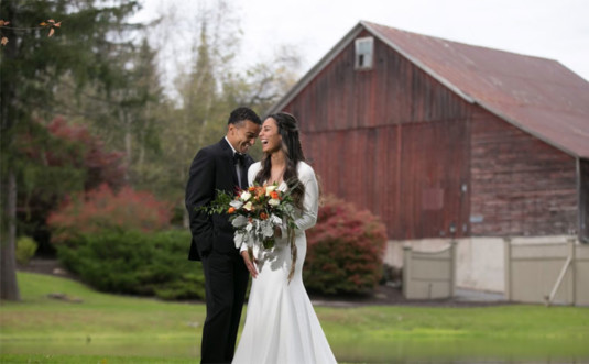 Lodge-at-Mountain-Springs-Lake-Resort-weding-couple-barn