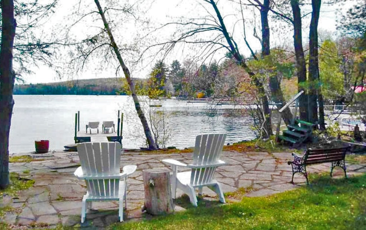 Martins-Lakefront-Cottages-view-lake