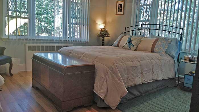 Maurrocks-Bed-&-Breakfast-cozy-bedroom