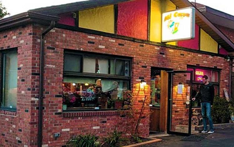 Mi-Casa-Restaurant-exterior-sign