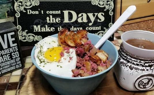 Naked-Bagel-Co.-Delicatessen-corned-beef-hash-bowl