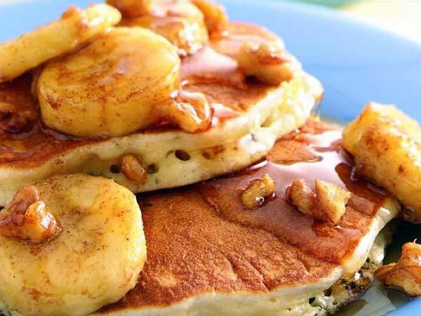 PIggy's-Breakfast-banana-walnut-pancakes