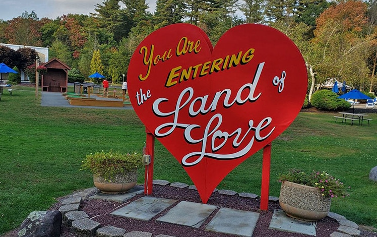 Paradise-Stream-Resort-land-of-love-sign