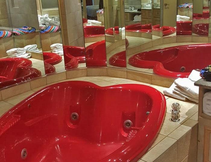 Paradise-Stream-Resort-red-heart-shaped-bathtub
