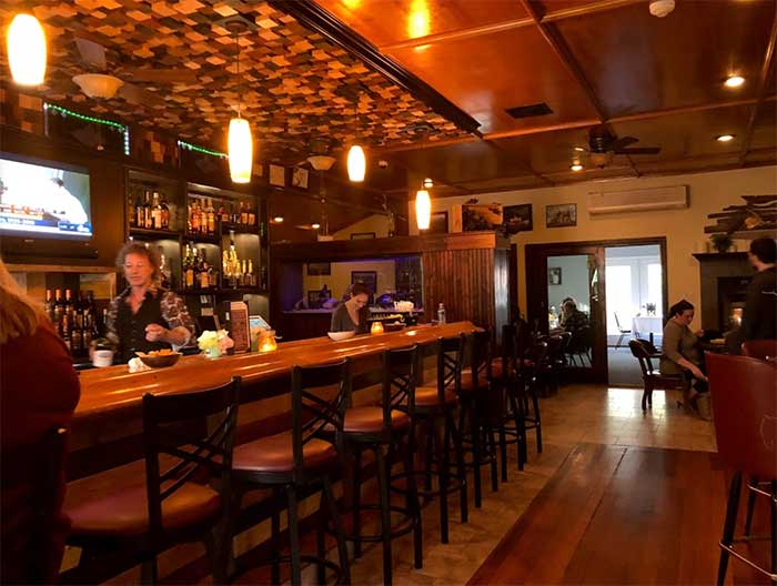 Peter's-Europa-House-bar-area