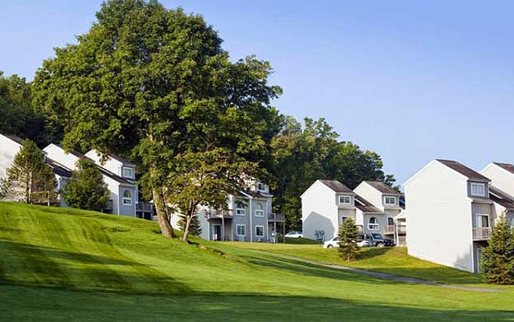 Pocono-Mountain-Villas-by-Exploria-golf-course