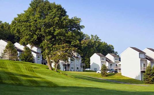 Pocono-Mountain-Villas-by-Exploria-golf-course