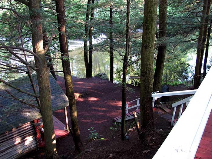 RoundStone-Camping-Resort-cabin-on-lake