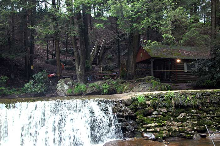 Roundstone-Camping-Resort-cabin-on-the-waterfall