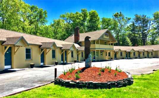 front of motel and parking lot