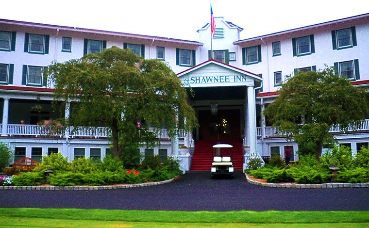 Shawnee-Inn-and-Golf-Resort-exterior-front-of-main-building