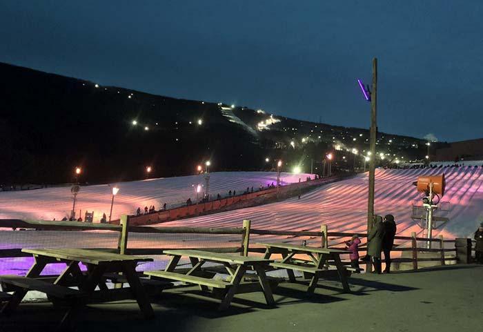 Ski-Camelback-Mountain-snowtubing-lanes