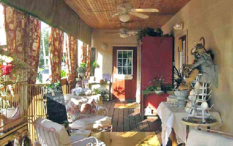 Terra-Cottage-Cafe-Gifts-porch
