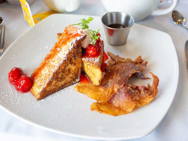 Terra-Cottage-cafe-lake-harmony-french-toast-and-bacon