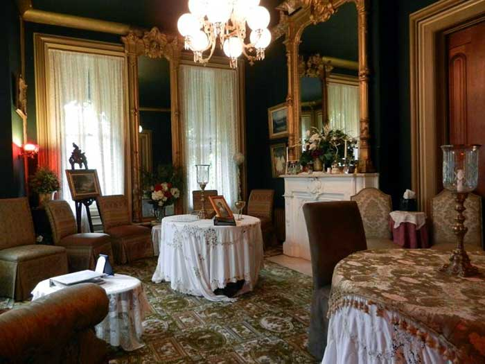 The-Harry-Packer-Mansion-B&B-ladies'-parlor
