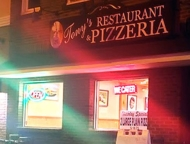 Tonys-Restaurant-Pizzeria-storefront