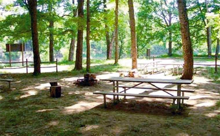 Valley-View-Group-Campground-picnic-table-site