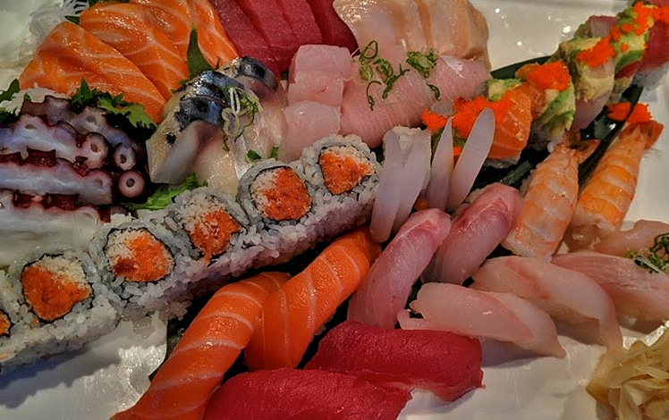 sushi roll combo plate