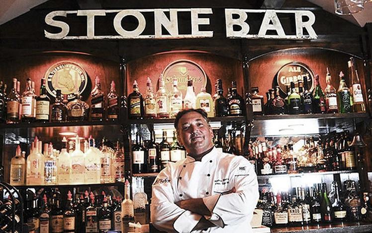andrew-moore-stone-bar-inn-restaurant-behind-the-bar