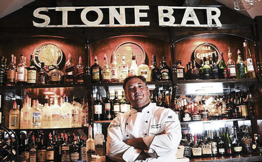 andrew-moore-stone-bar-inn-restaurant-behind-the-bar