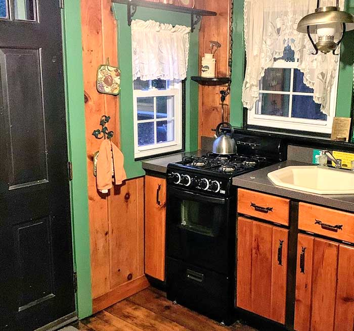 babbling-brook-cottages-cabin-kitchen