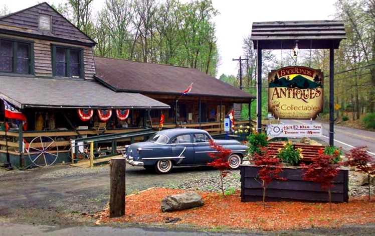backroads-antiques-collectibles-henryville-exterior