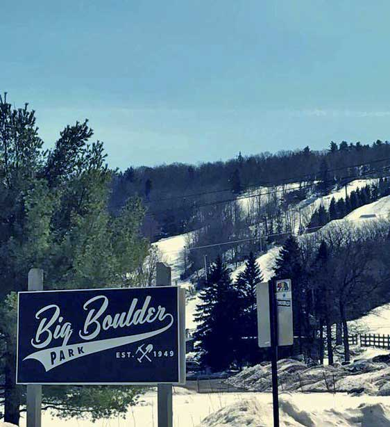 big-boulder-mountain-sign-and-hill